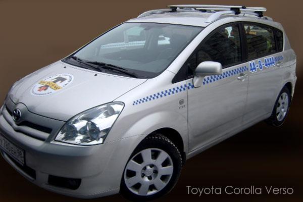 Один из автомобилей Такси 070 в Санкт-Петербурге