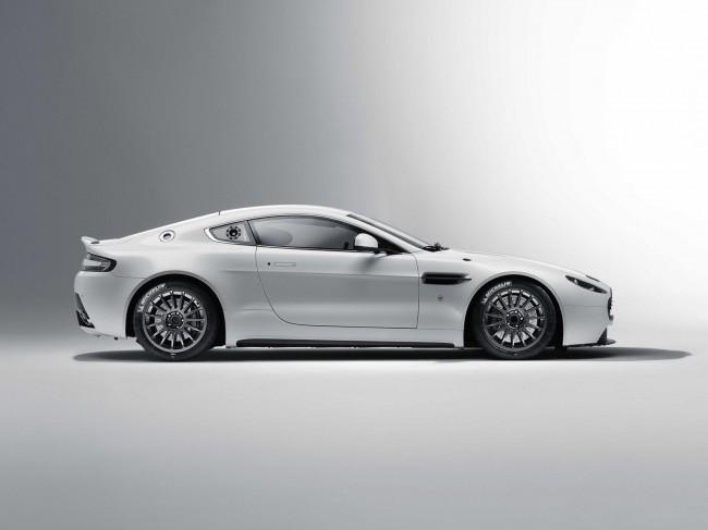 Aston Martin обновил гоночный вариант Vantage GT4