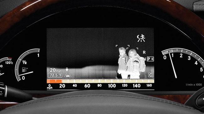 Система ночного видения в автомобилях Mercedes-Benz