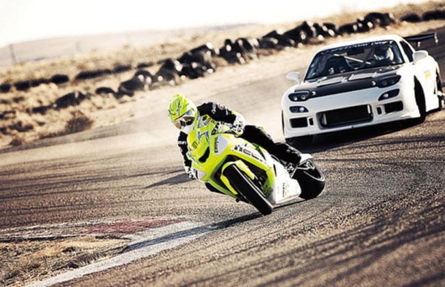 Дрифт-заезд Mazda RX7 против Kawasaki ZX10