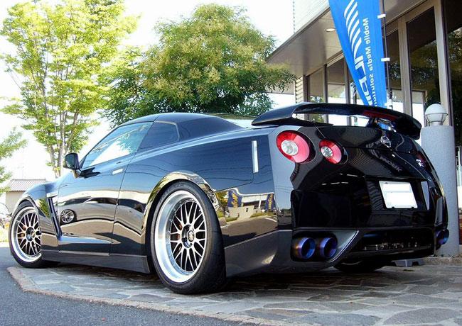 Суперкар Nissan GT-R на дисках BBS LM