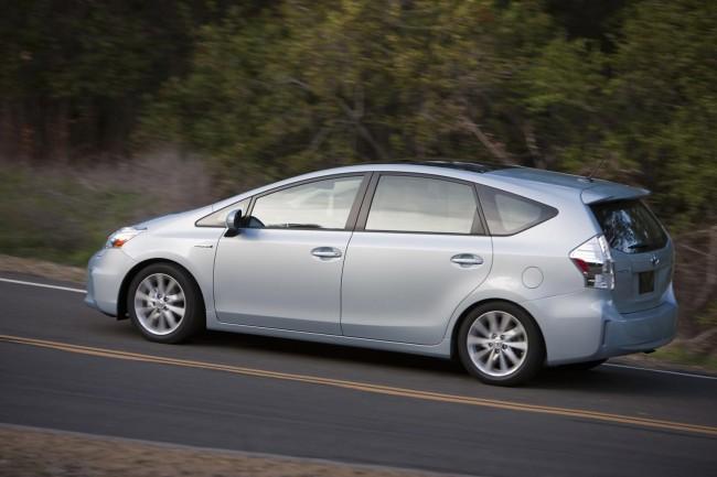 Toyota представила в Детройте гибрид Prius V