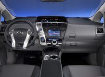 Фото салона минивена Toyota Prius V