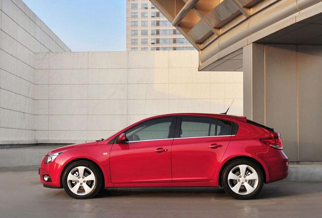 Опубликованы фото серийного Chevrolet Cruze хэтчбек