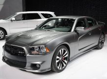 Фото нового Dodge Charger SRT8