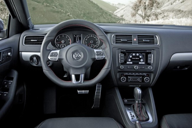 Фото салона VW Jetta GLI 2011