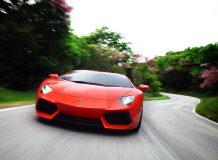 Оранжевая Lamborghini Aventador LP700-4 фото
