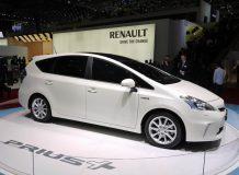Toyota Prius Plus фото