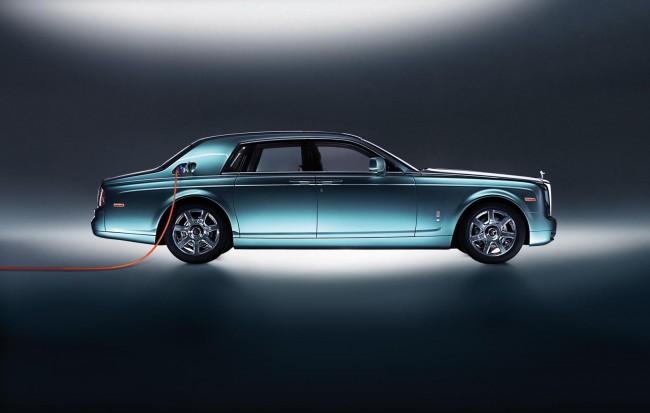 Rolls-Royce представил электрический лимузин 102EX