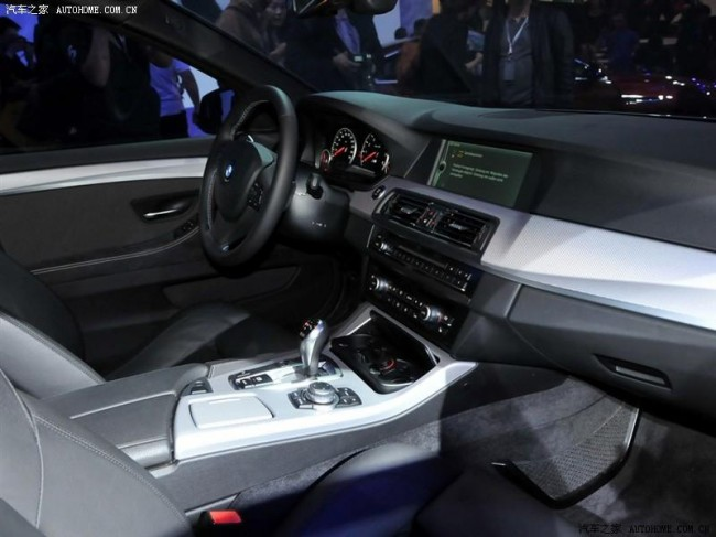 Первые фото салона BMW Concept M5