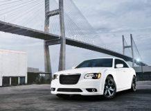 Фото Chrysler 300 SRT8 2012