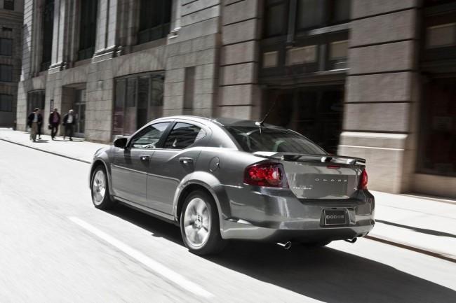 Dodge представил версию R/T для нового Avenger