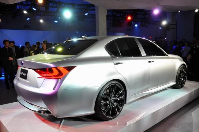 Lexus показал вживую концепт седана LF-Gh