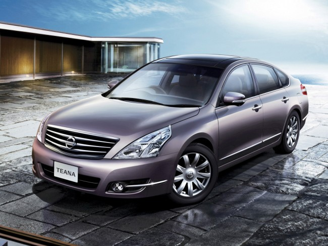 Седан Nissan Teana 2 поколения