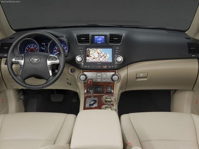 Фото салона Toyota Highlander 2