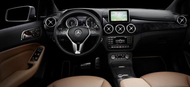 Mercedes показал интерьер нового B-Class 2012