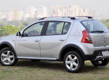 Renault Sandero Stepway серебристого цвета