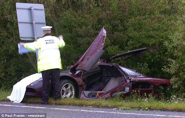 Разбитый суперкар McLaren F1 Мистера Бина