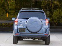 Toyota RAV 4 вид сзади