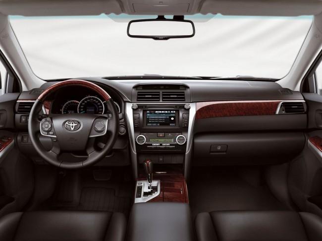 Салон европейской Toyota Camry V50