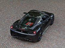 Ferrari 458 Italia с хромированной крышей