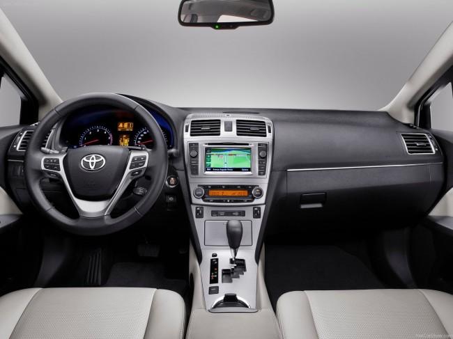 Фото салона Toyota Avensis III