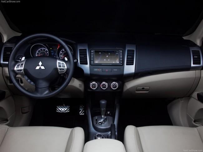 Салон Mitsubishi Outlander XL