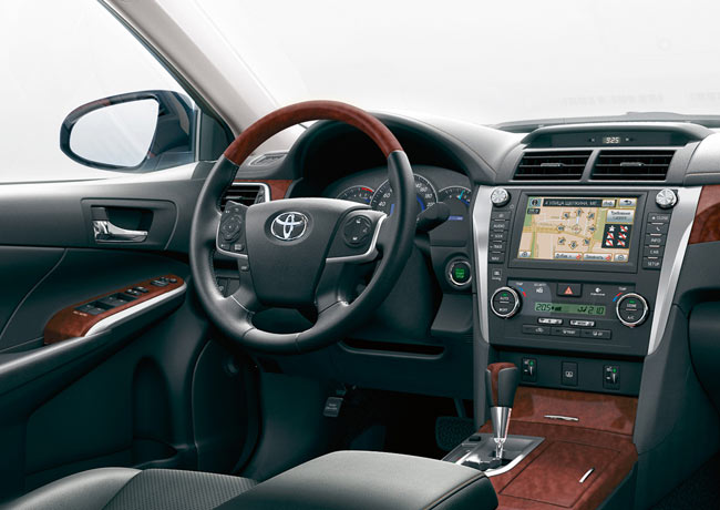 Салон новой Toyota Camry 2012 фото