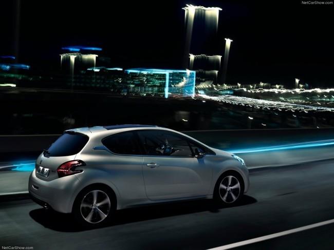Трехдверный Peugeot 208