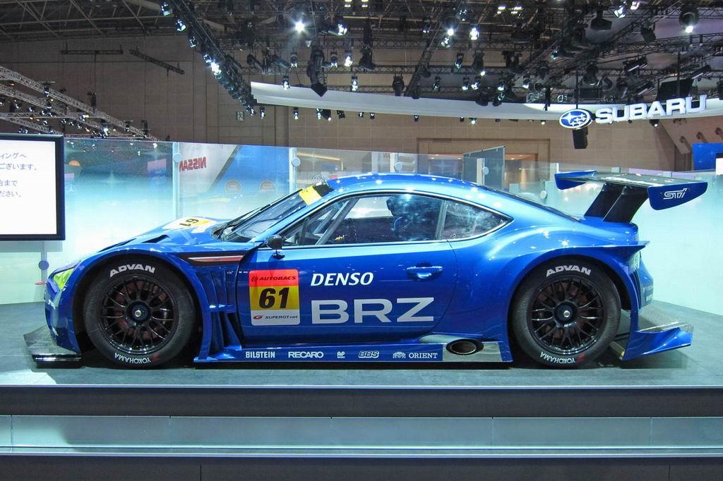 Гоночная Subaru BRZ GT300 фото