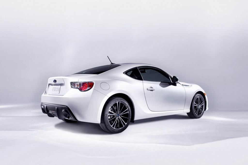 Фото Subaru BRZ 2014