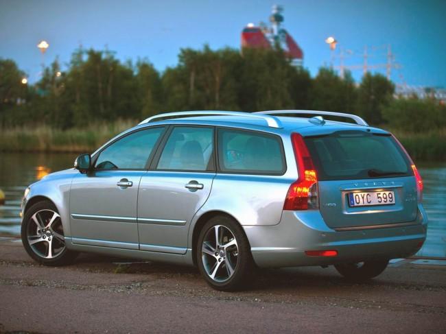 Фото универсала Volvo V50