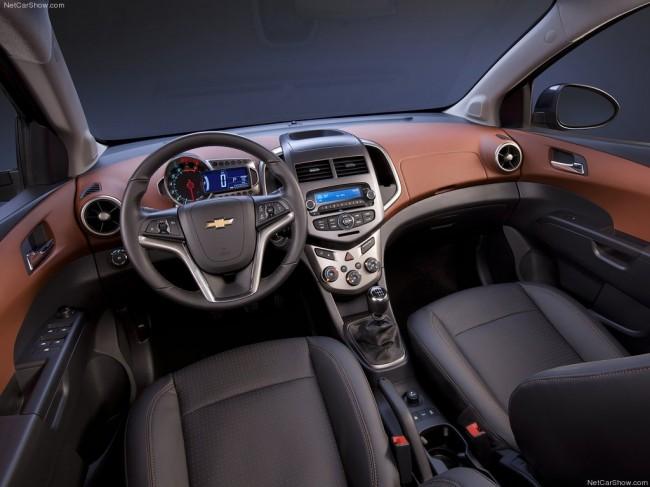 Фото салона Chevrolet Aveo 2012
