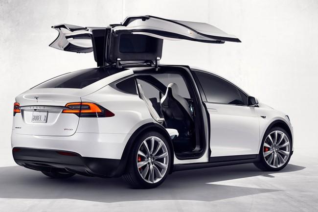 Электрический кроссовер Tesla Model X