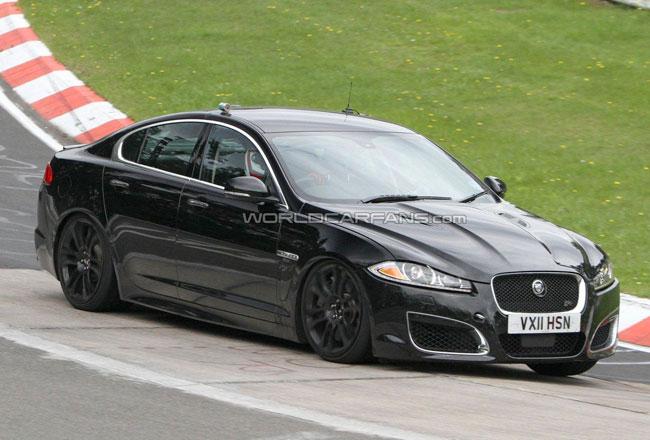 Jaguar готовит заряженный седан XFR-S