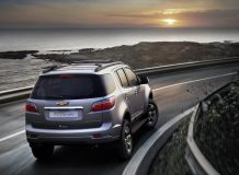 Фото нового Chevrolet TrailBlazer 2015