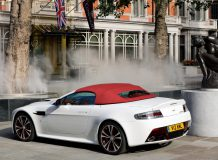 Aston Martin Vantage V12 родстер фото