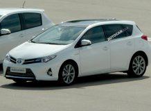 Гибридная Toyota Auris 2013