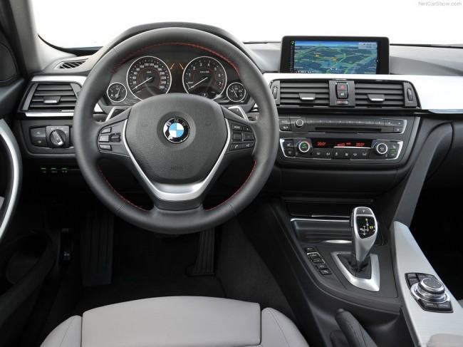Салон гибридной BMW 3-серии