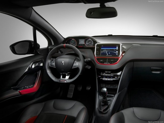Салон Пежо 208 GTi