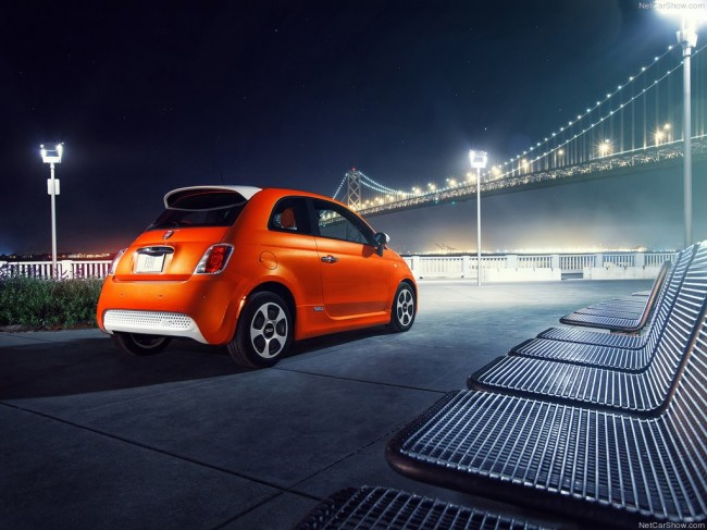 Фото электрического Fiat 500e