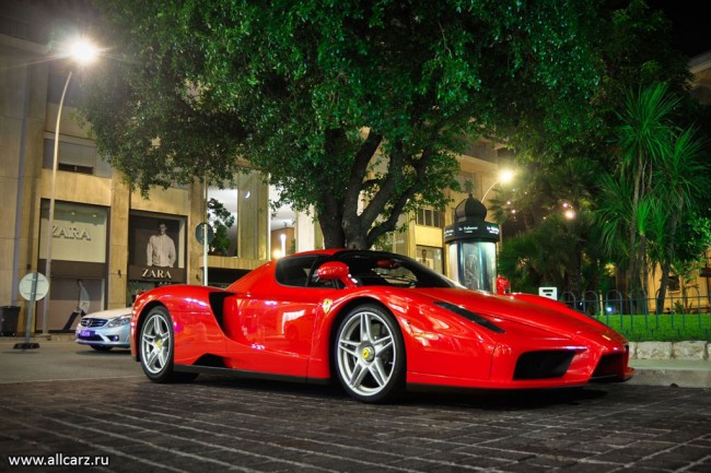 Фото суперкара Ferrari Enzo