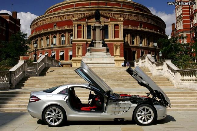 Суперкар Mercedes SLR McLaren фото