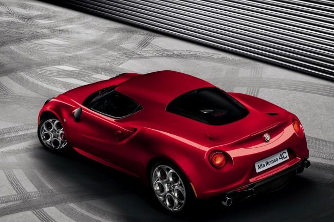 Фото купе Alfa Romeo 4C