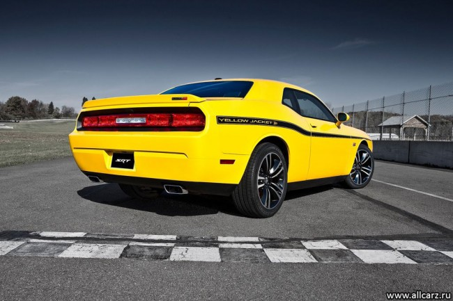 Фото Dodge Challenger SRT8 392 Yellow Jacket