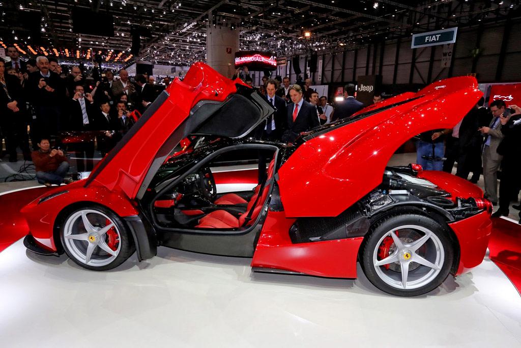 Автомобиль Ferrari La Ferrari