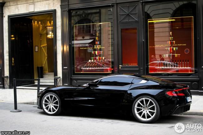 Фото суперкара Aston Martin One-77