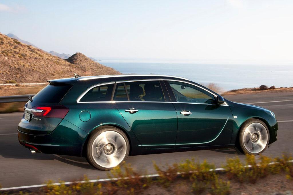 Фото Opel Insignia универсал 2015