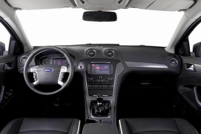 Салон автомобиля Форд Мондео 4