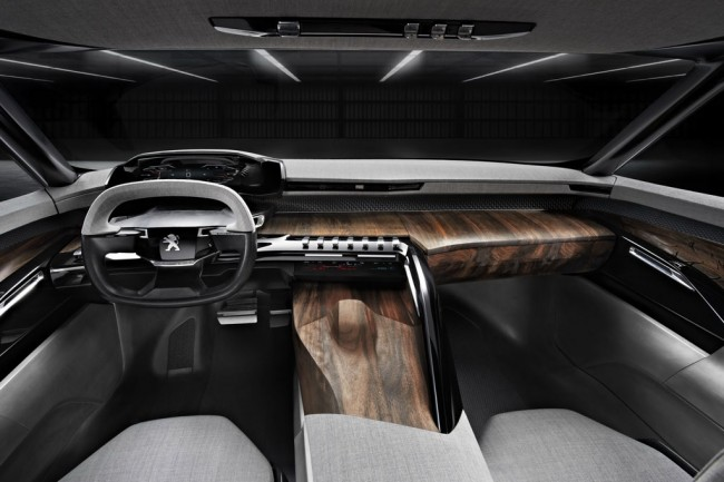 Салон концепта Peugeot Exalt